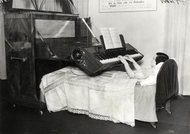 寝たままピアノ