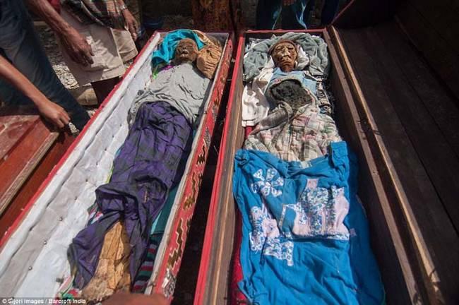 インドネシアで行われている死者...