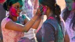 色鮮やかなカラーパウダー!!  ヒンドゥー教 春の祭りホーリー!