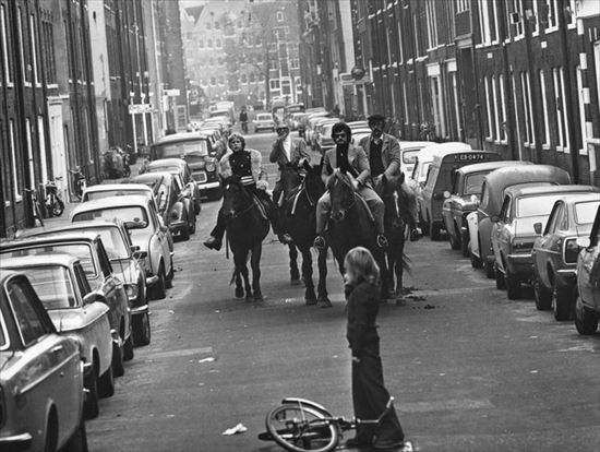 1973年 アムステルダムでオイルショックのために車の使用が禁止されたときの写真