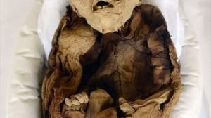 ペルーの高速道路予定地から、インカ帝国の乳児のミイラが発見される