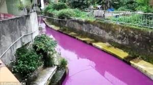The環境汚染! 今度は台湾で川が紫色に染まる!