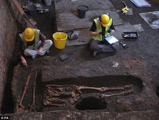 ケンブリッジ大学の地下から人骨が発見される
