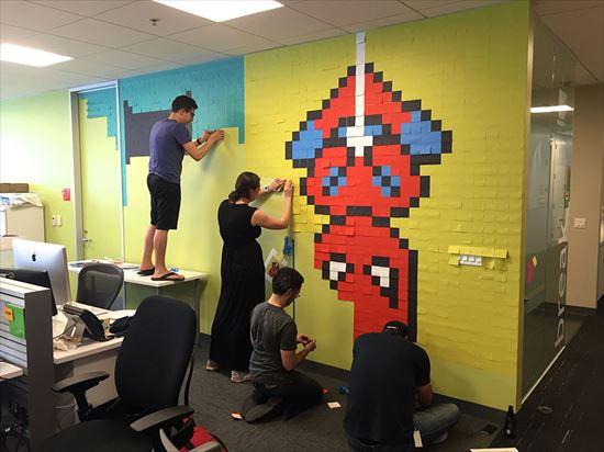 ポストイットでオフィスを面白く! 8024個を使ったポストイットアート