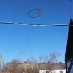 UFO!? カザフスタン上空で謎の黒いリングが目撃される!