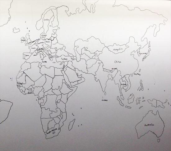 自閉症の11歳の少年が記憶だけで描いた完璧な世界地図