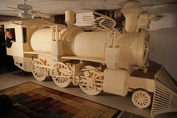 マッチ棒で作った機関車