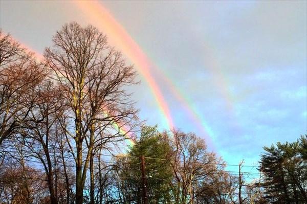 超レア! ニューヨークの空に現れた四重の虹!