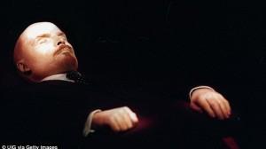 遺体が若返っている!? 死後90年経つソ連の初代最高指導者レーニンの遺体
