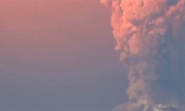 チリで噴火したカルブコ火山にUFO襲来!? 宇宙人による調査?それとも野次馬?