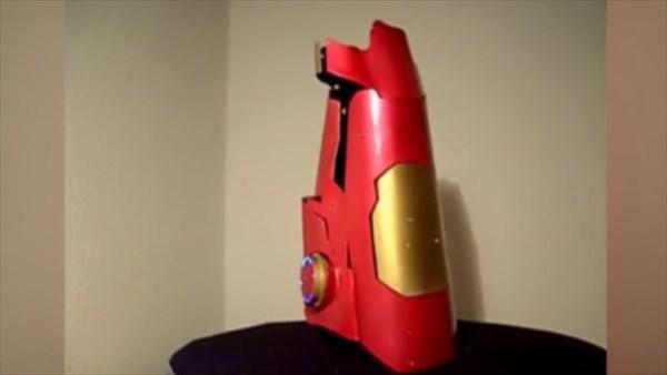 こちらが、アイアンマンになれるレーザー・ガントレット・アーム
