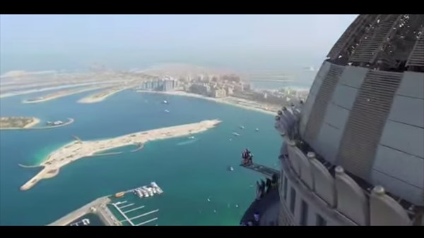 高さ世界第二位! ドバイのプリンセスタワーから飛び降りるヘッドカメラ映像