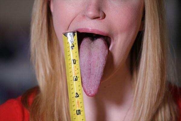 長さ約10センチ! 世界最長の舌を持つ(現在ギネス申請中)女性!