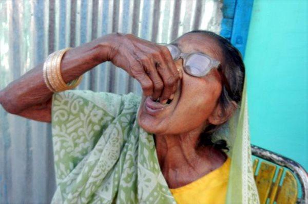 80年以上毎日1キロの砂を食べるインドの女性 体はいたって健康!