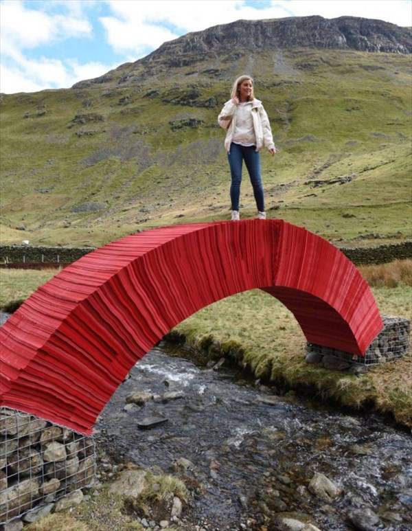 接着剤やボルトは一切使っていない! 100%紙だけで出来ている橋!!