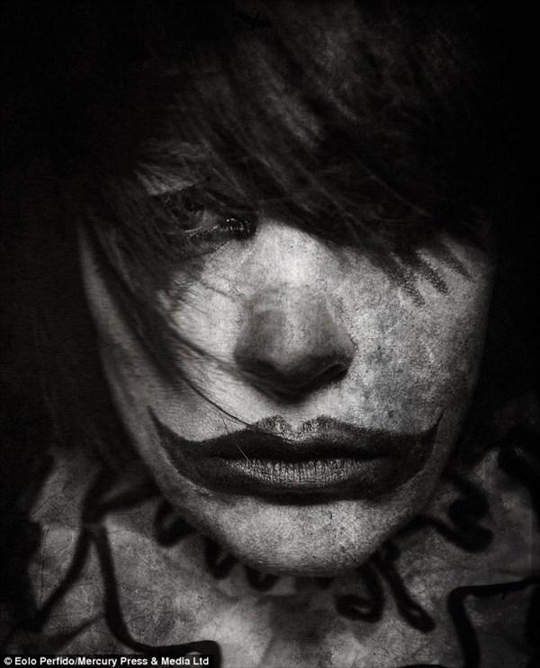 ピエロ恐怖症でなくても怖い! 仏写真家による身の毛がよだつピエロ写真14選!