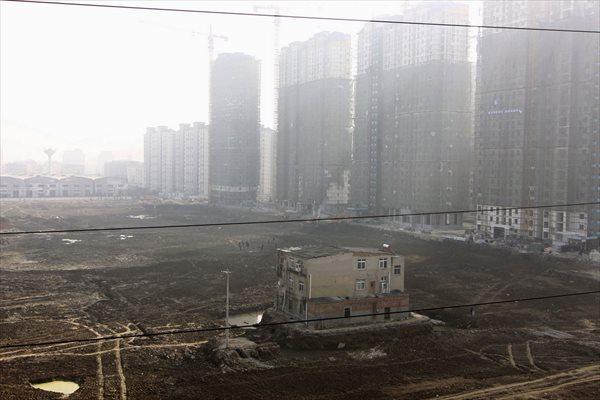 鉄拳制裁! 立ち退きを拒んだ地主に対する中国政府の強引すぎる対応!!
