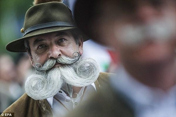 ハンガリーで第七回「ダンディなヒゲ祭り」開催!