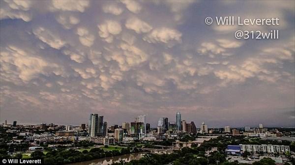 アメリカ・テキサスが異常事態!? UFO雲、おっぱい雲が出現!!
