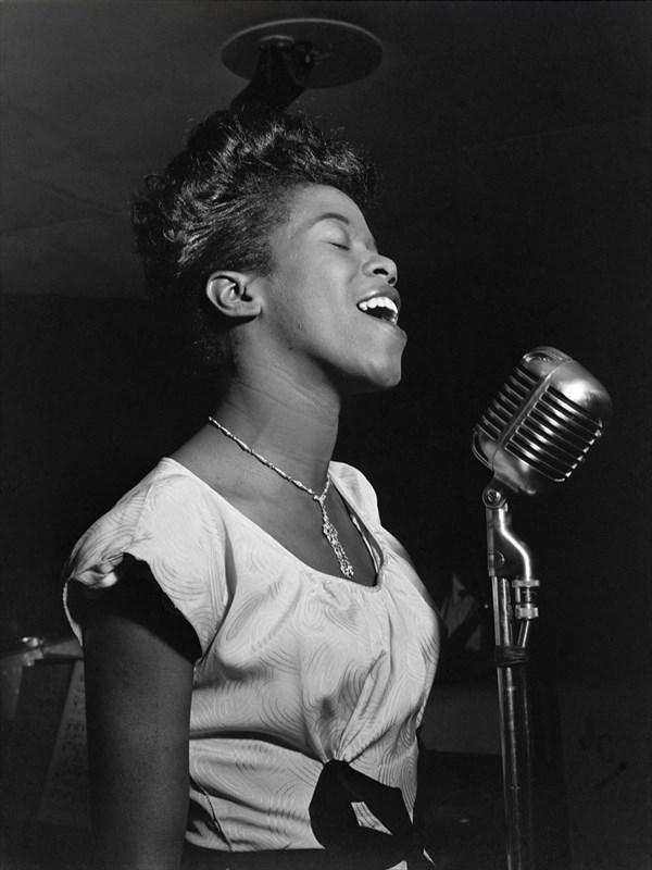アメリカの黒人ジャズ・ボーカリストのサラ・ヴォーン