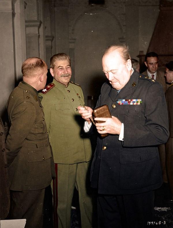 1945年ヤルタ会談でのスターリンとチャーチル