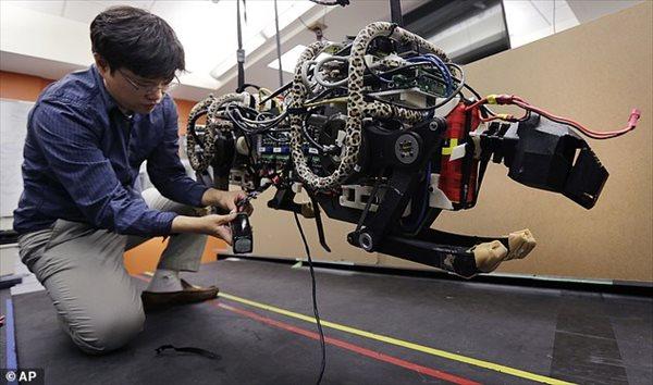 時速48キロで走り、障害物も避けることが出来るロボット 「ロボチーター」!