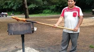 公園でモルモットの丸焼きを焼いていた男性 リス虐待と間違われ通報される!