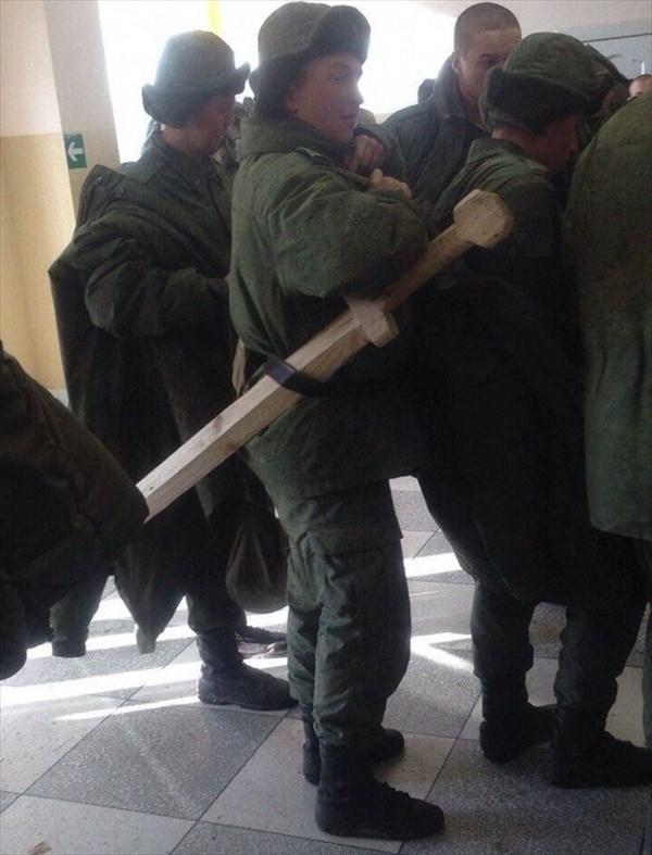 教官「罰として腕立て50回!」 でもロシア軍のお仕置きは一味違う!?