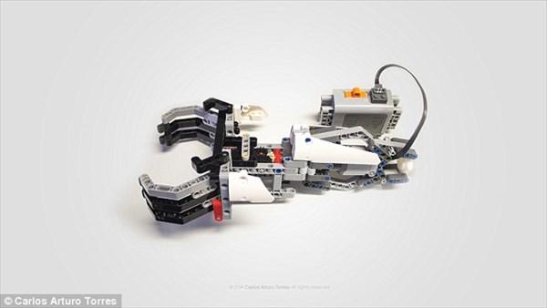 用途に合わせ取り換え可能!? LEGOブロックと互換性のある電動の義手!