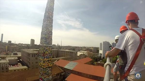 LEGOブロックで作られたレゴタワー 高さ34.76mでギネス世界記録に!
