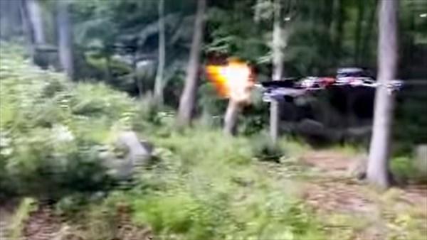 米18歳少年が拳銃付きドローン「フライング・ガン」を製作 米当局が操作へ
