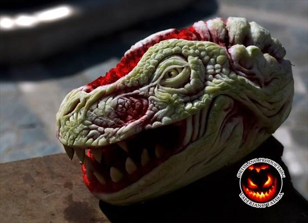 スイカを彫ってつくられたドラゴン! 制作者のその他の作品も!!