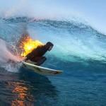 過激アクティビティ! 今年の夏はファイアー・サーフィンで決まり!?