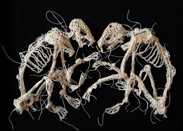 こんな編み物のかたちもアリ!? ケイトリン・マコーマックのスケルトン編み物