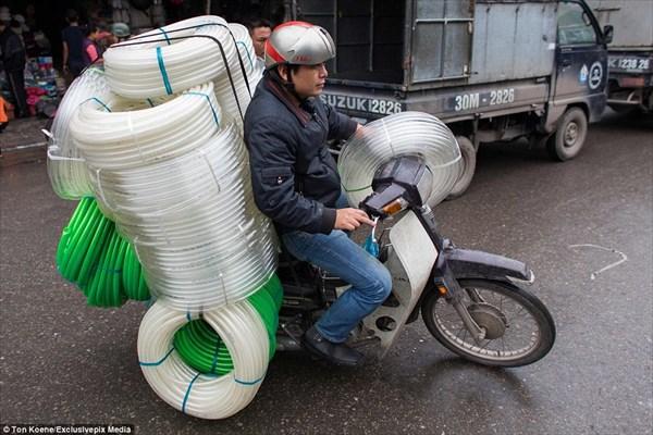 載せたモン勝ち!! 過積載なんて関係ないベトナムのバイク輸送!!