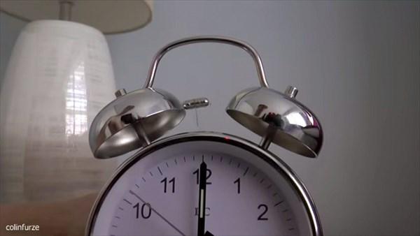 またコリンが発明 朝が苦手な人もこれで解決!絶対起きられるが超危険なベッド