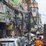 触ると死ぬよ! インドのデリーは違法に設置された電線で大混乱!