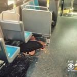 マンホールが爆発! マンホールのフタが、バスの床を突き破り乗客負傷!!