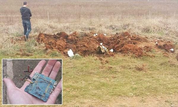 謎の物体が地上に墜落! 9mのクレーターから金属片と基盤回路が見つかる