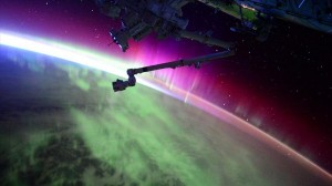 宇宙ステーション滞在中の宇宙飛行士がツイッターに投稿したオーロラの映像