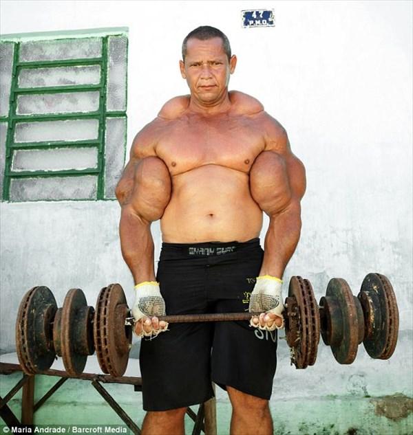 腕の周囲なんと74センチ! ブラジルで最も太い上腕二頭筋を持つ男!!