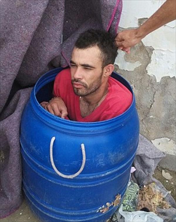 ゴミ箱に入り脱獄しようとした囚人 ゴミ箱の異常な重さに刑務官にバレる!