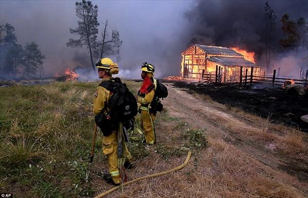 終末感が恐ろしい! 現在カリフォルニア州で猛威をふるっている森林火災