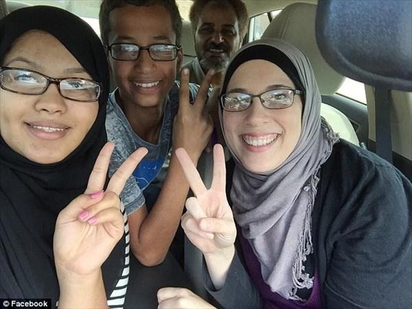 自作で目覚まし時計を作ったイスラム教徒の少年 爆弾と勘違いされ逮捕される!