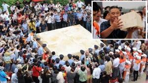 普通の豆腐2万2857丁分! 中国のイベントで作られた重量8トンの巨大豆腐