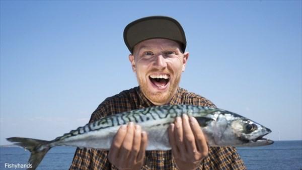 釣り人必見!釣った魚がデカく見えるアイテム「FishyHands」!