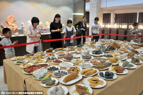 これ全て石で出来てるの!? 中国人彫刻家による石で出来た料理が凄い!
