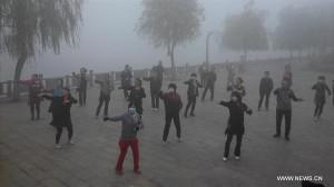 健康って難しい!深刻な大気汚染が発生してもお構いなしに太極拳をする中国の人々