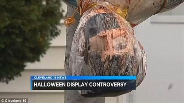 やりすぎハロウィン! グロすぎるハロウィンの装飾をした家、子どもたちが恐怖