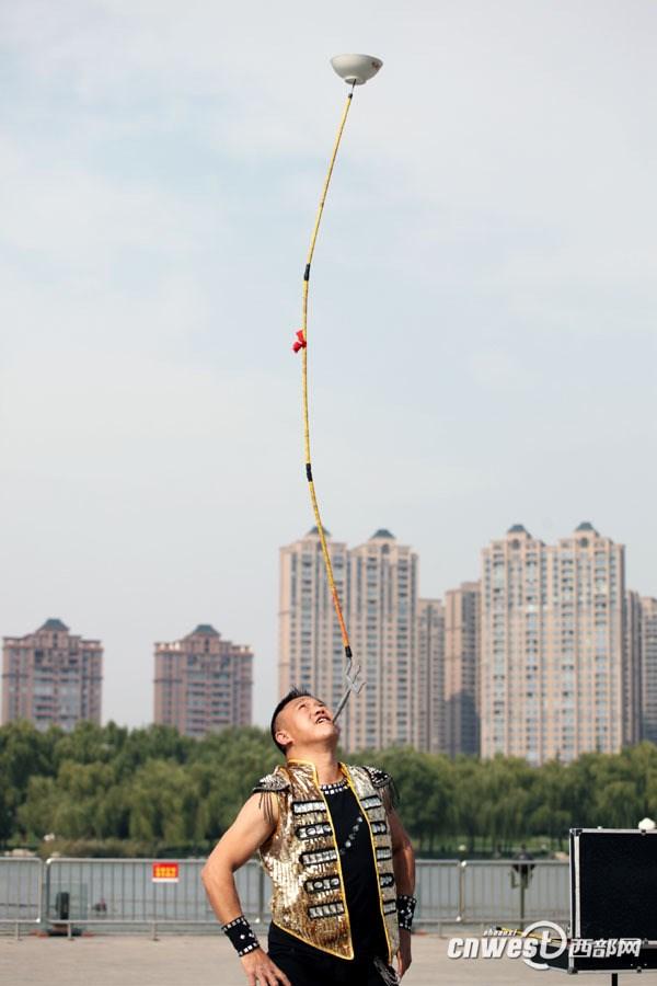 これが中国4千年の技だ!中国の超人3名が集結! 陝西省でパフォーマンス披露